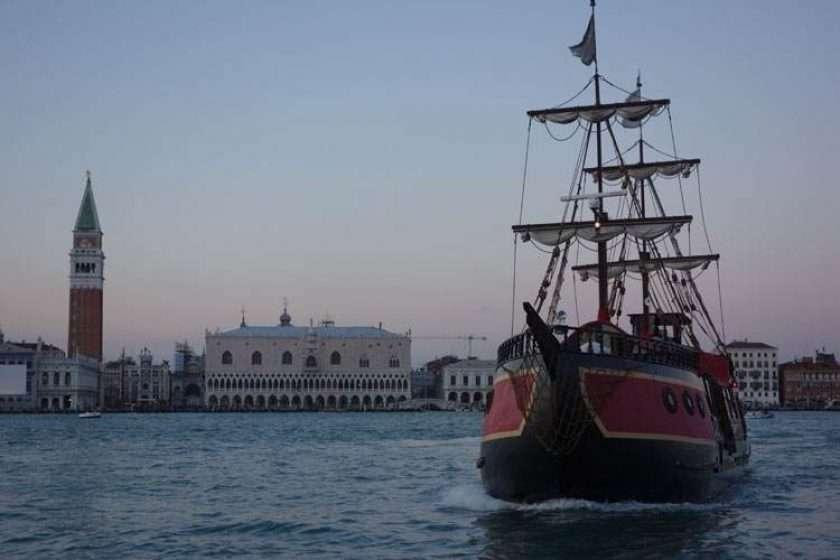 Romantic Boat Venice – Galleon Dinner